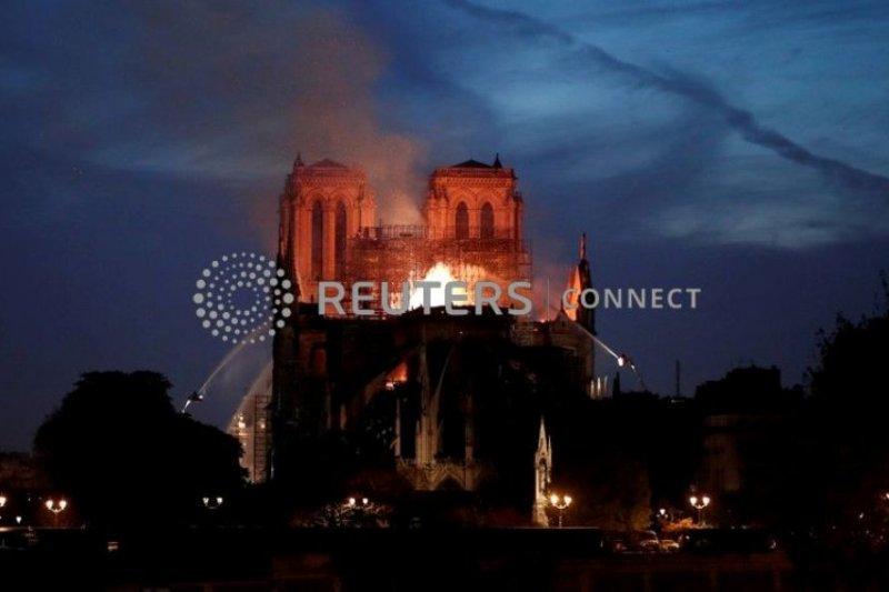 Presiden Macron: Kita akan bangun kembali Notre-Dame bersama-sama