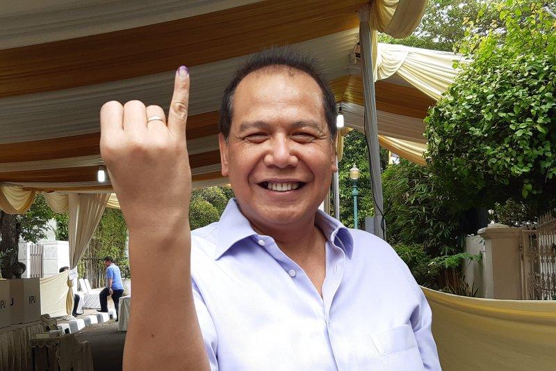 Chairul Tanjung mencoblos di TPS keluarga Cendana