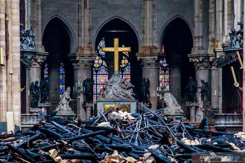 Ayam jantan tembaga dari menara Katedral Notre-Dame akan dipamerkan ke publik