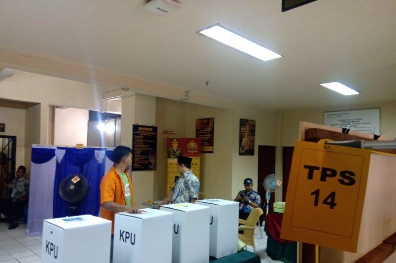 Intip Enam Teroris Nyoblos dengan Kawalan Densus 88 di Rutan Polda Metro Jaya