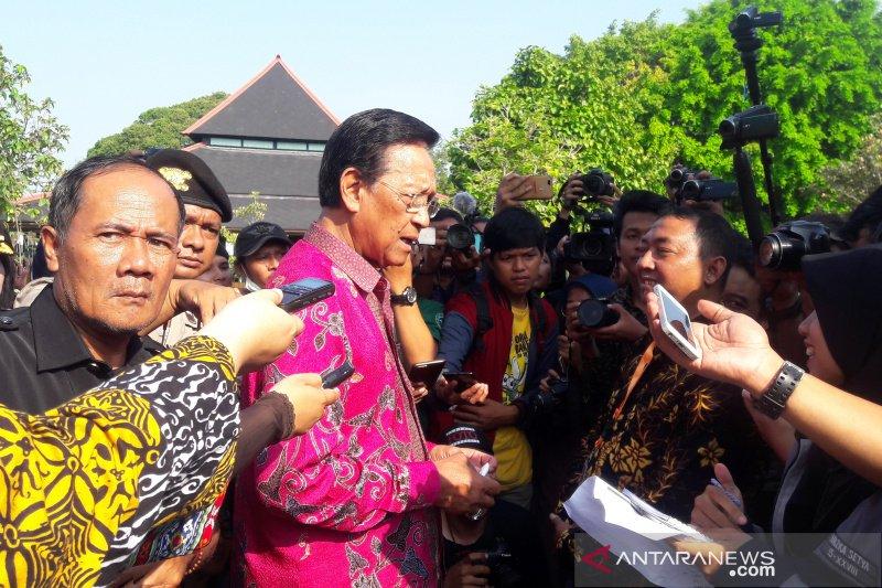 """Sri Sultan HB X menilai seruan """"people power"""" tidak perlu"""