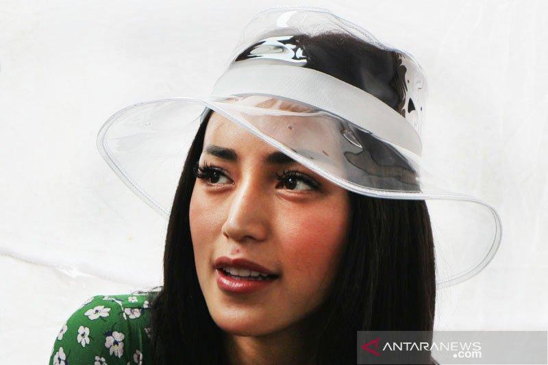 Jessica Iskandar cemas anaknya tak jaga jarak saat di sekolah