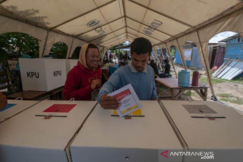 Pencoblosan di tenda pengungsian