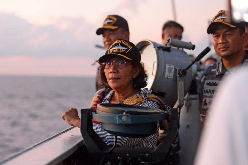 Susi Pudjiastuti hentikan tujuh kapal berbendera China
