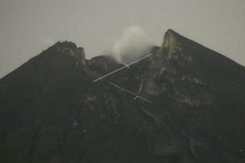 Gunung Merapi meluncurkan satu kali guguran lava ke Kali Gendol