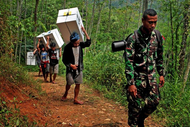 Pengiriman data hasil Pemilu 2019 Suku Baduy
