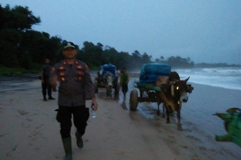 Medan berat tak halangi petugas bawa logistik Pemilu