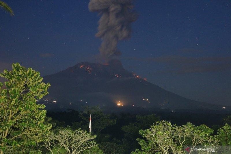 Warga diminta hindari zona bahaya pasca-erupsi Gunung Agung