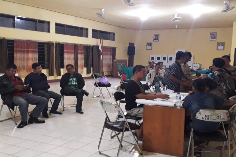 Bupati Bartim pantau langsung perhitungan suara di tingkat kecamatan