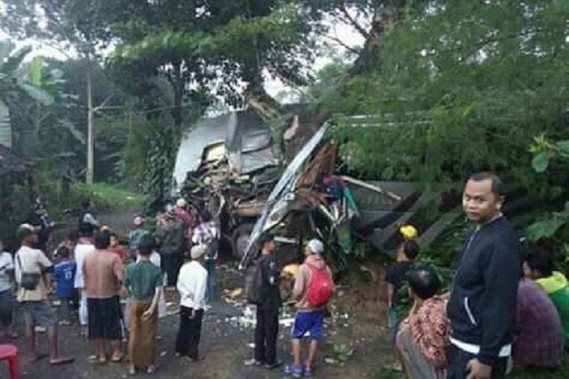Kecelakaan bus rombongan pelajar diduga sopir mengantuk