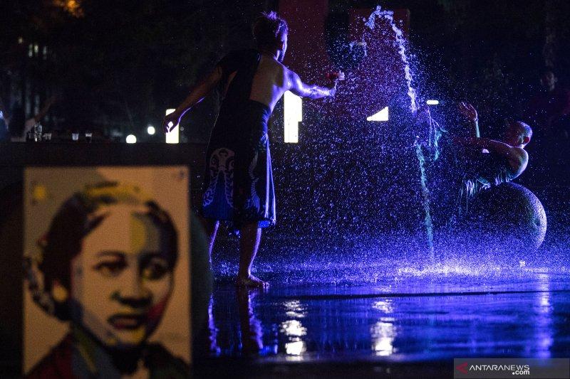 Tarian 'Habis Gelap Terbitlah Terang' memperingati hari Kartini