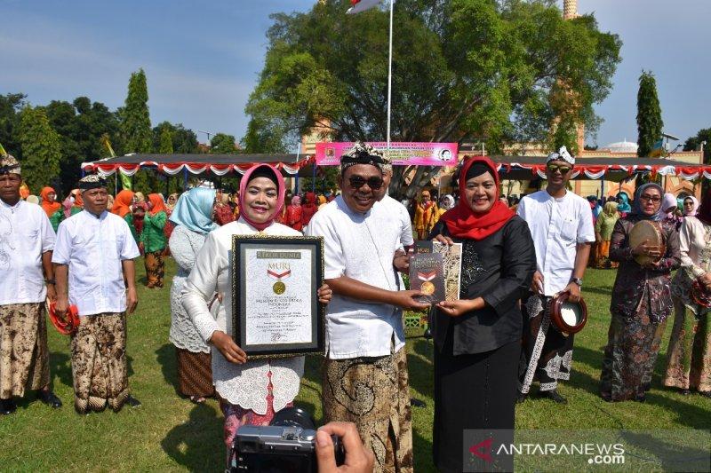 Ribuan warga Pekalongan bershalawat sambut Hari Kartini
