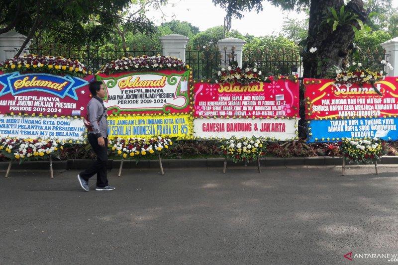 Istana Kepresidenan Dibanjiri Karangan Bunga, Apa Saja Isinya?
