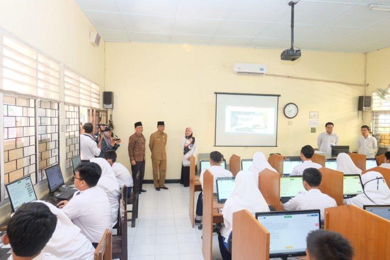 Wali Kota Mataram memantau pelaksanaan UN