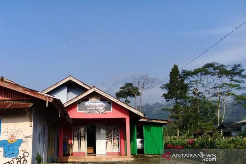 Menikmati panorama membentang di Desa Wisata Serang