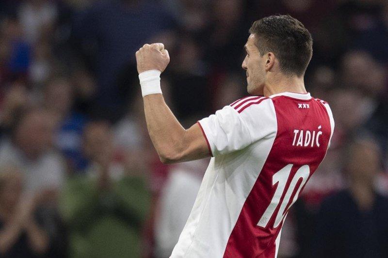 Ajax gulingkan Vitesse 4-2
