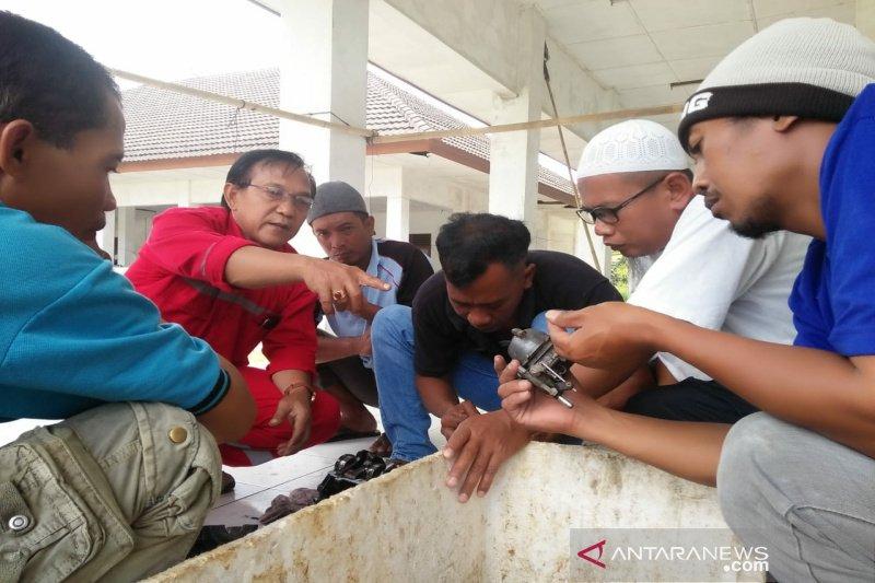 DKP Kulon Progo memberikan pelatihan perbaikan mesin perahu motor tempel