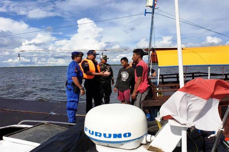 Tim gabungan Kalteng tangkap kapal tanpa identitas di Teluk Kumai