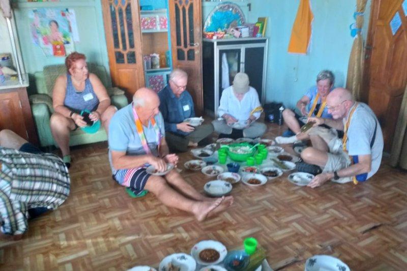 120 turis mancanegara disambut tarian dan kuliner khas Sungsang