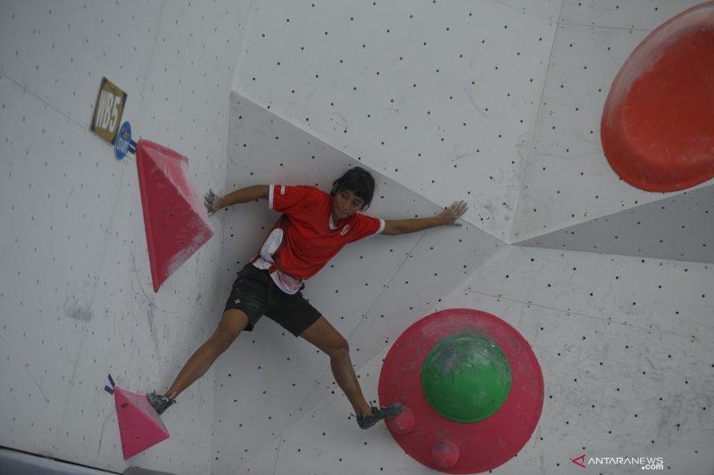 Kualifikasi boulder putri kejuaraan dunia panjat tebing di Chongqing