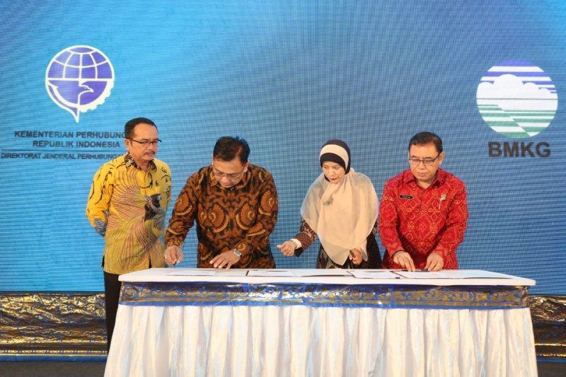 Tingkatkan keselamatan penerbangan, Kemenhub-Basarnas-BMKG tandatangani kesepakatan bersama