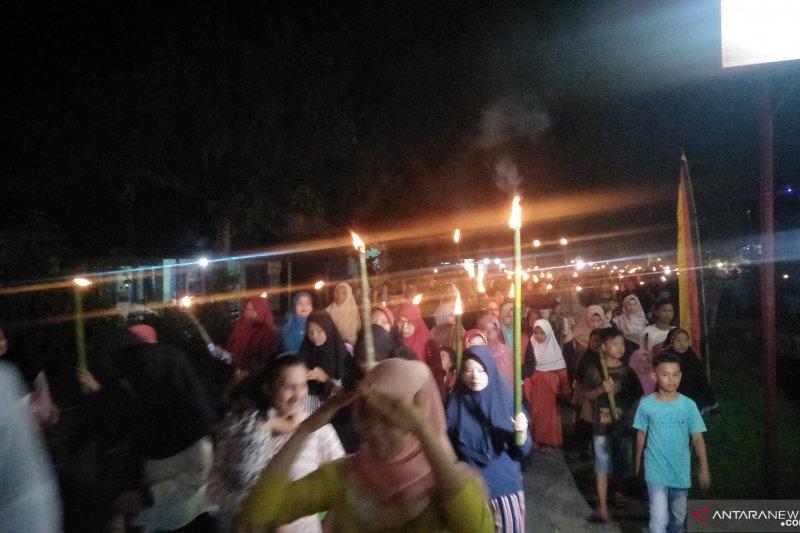 Prosesi ratik tolak bala menyambut puasa Ramadhan di Padang Pariaman