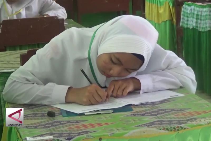 Akibat bencana, 5 SMP di Palu belum bisa ikuti UNBK