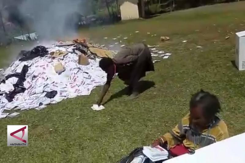 Polisi usut video pembakaran surat suara di Papua