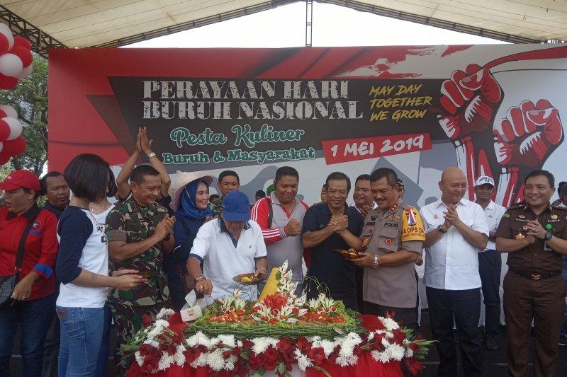 Ribuan buruh rayakan May Day di Lapangan Merdeka Medan