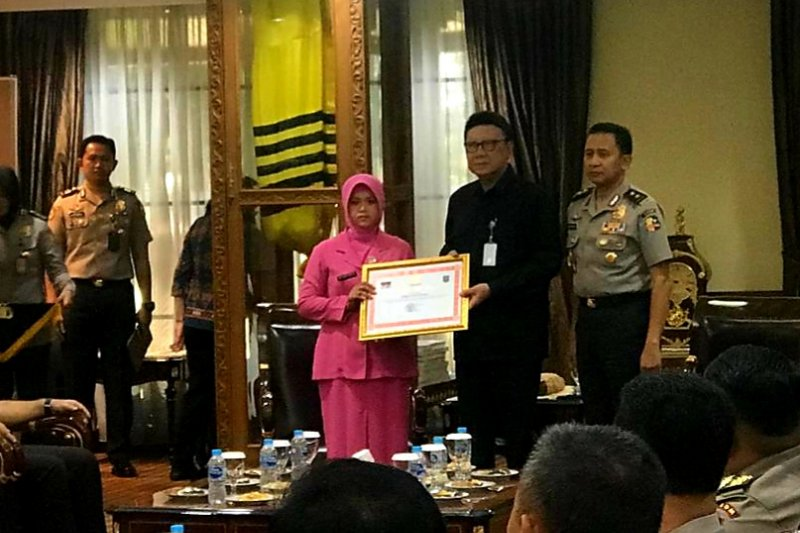 Jokowi Hadiahkan Gelar Pahlawan Demokrasi untuk 22 Anggota Polri yang Gugur saat Pemilu