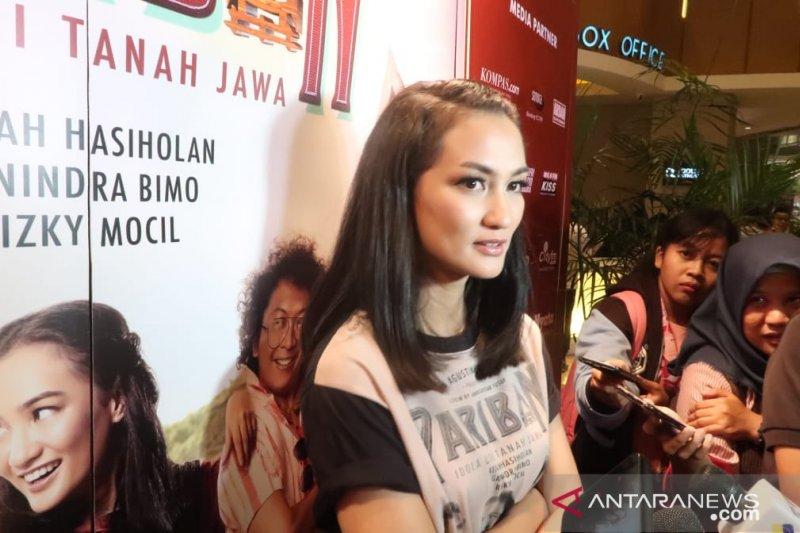 Atiqah Hasiholan diuntungkan referensi budaya saat akting