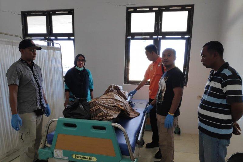 Apes pencuri tewas, terjun dari kapal di Sumbawa