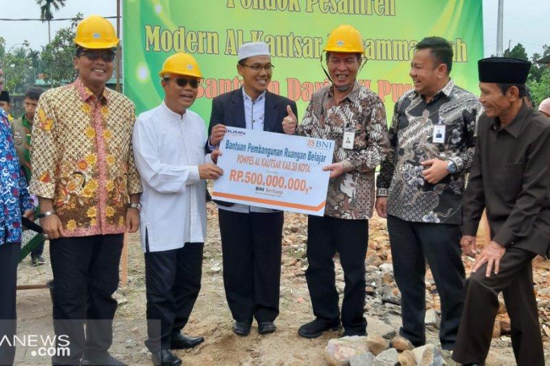 BNI bantu pembangunan ruang belajar baru Ponpes Alkausar Rp500 juta