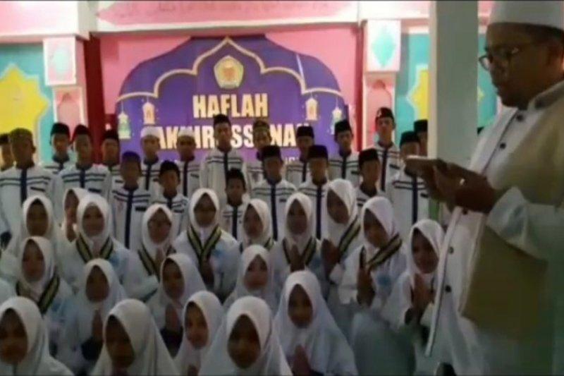 Pengurus Ponpes   Darulfalah Tanggamus imbau masyarakat tenang
