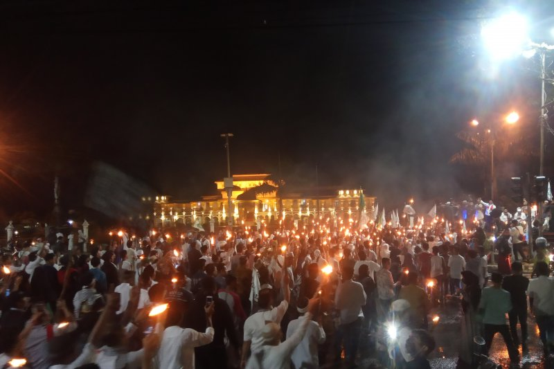 Salawat dan gema takbir iringi pawai obor sambut  Ramadhan di Medan