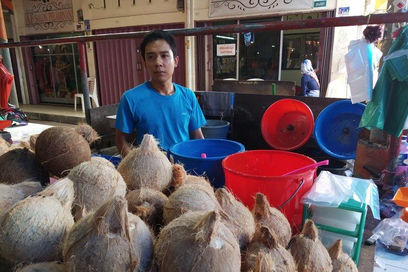 Permintaan santan kelapa meningkat di Batusangkar jelang Ramadhan
