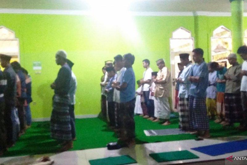 Masjid di Biak dipenuhi jamaah shalat tarawih pertama