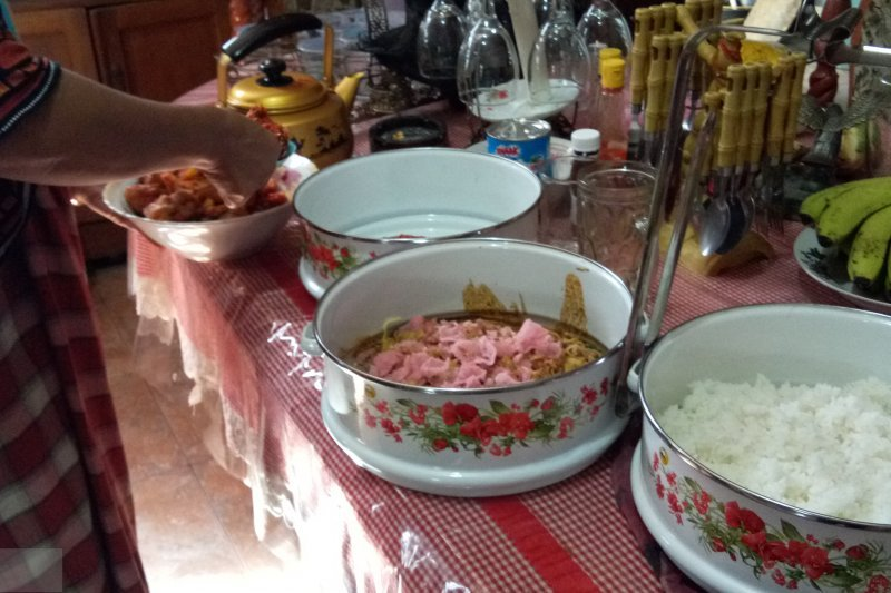 The tradition of Manjalang Mintuo or Visiting Parent-in-law before Ramadan still survives in Dharmasraya