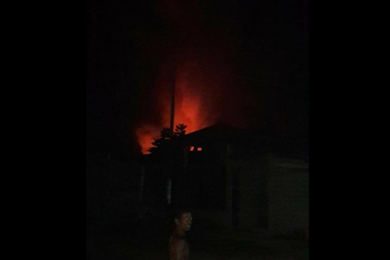 Pabrik mi di Tulungagung terbakar