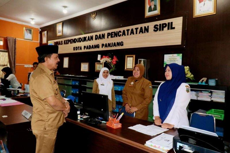 Wawako Padang Panjang cek kehadiran ASN hari pertama kerja puasa Ramadhan