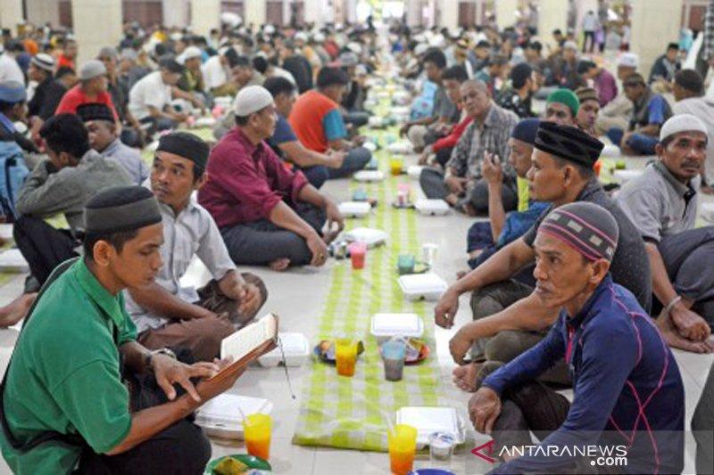 Buka puasa hari pertama di Makassar