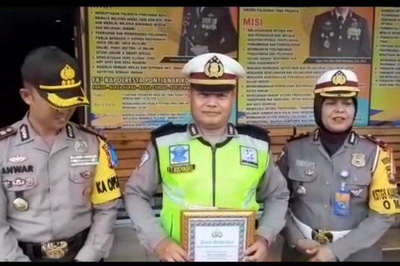 Seorang polisi heroik dapat penghargaan Kapolresta Pontianak