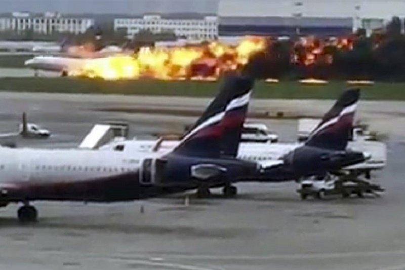 Korban kecelakaan pesawat Sukhoi di bandara Rusia bertambah menjadi 41 jiwa