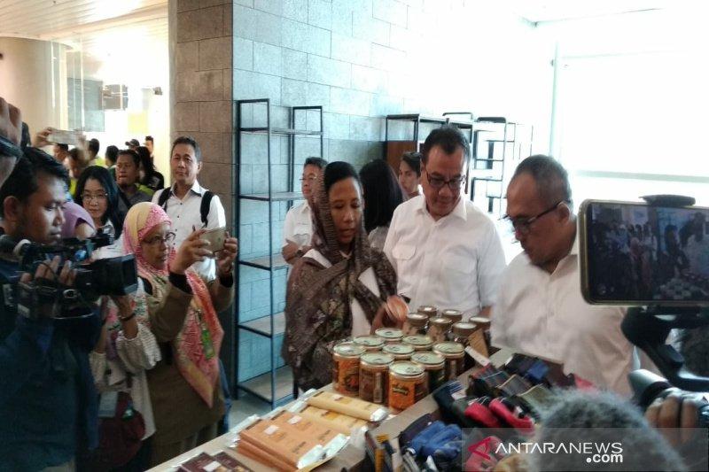 Menteri BUMN memborong produk UKM di gerai bandara Yogyakarta (VIDEO)
