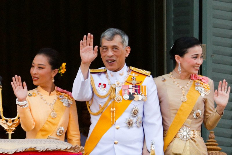 Raja Thailand kembali pecat empat pejabat istana, di antaranya sebab perzinahan