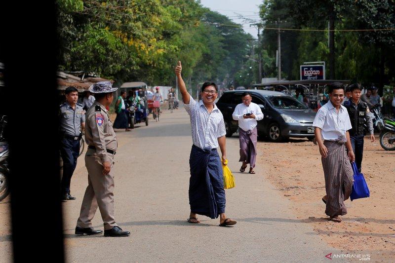 Wartawan Reuters Kyaw Soe Oo dan Wa Lone bebas dari tahanan