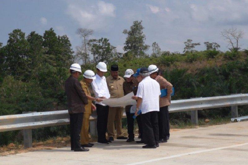 Presiden Joko Widodo tinjau calon Ibu kota RI kawasan Bukit Soeharto di Kaltim