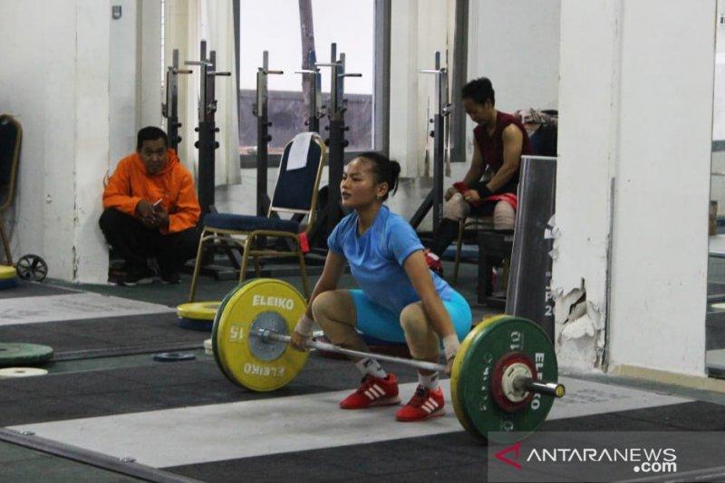 Angkat besi putri diharapkan bikin kejutan di kejuaraan dunia