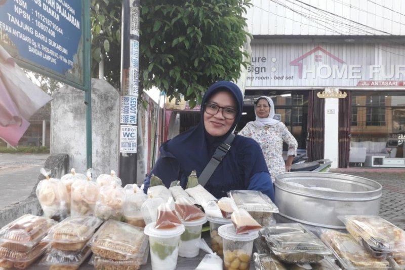 Kolak pisang dan rujak tahu takjil paling laris manis di Ramadhan