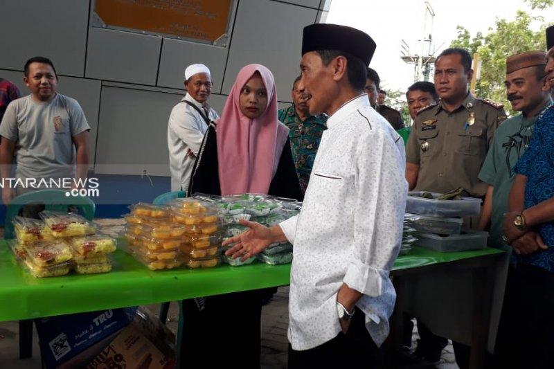 Bupati Gorontalo izinkan pedagang takjil di bawah Menara Pakaya